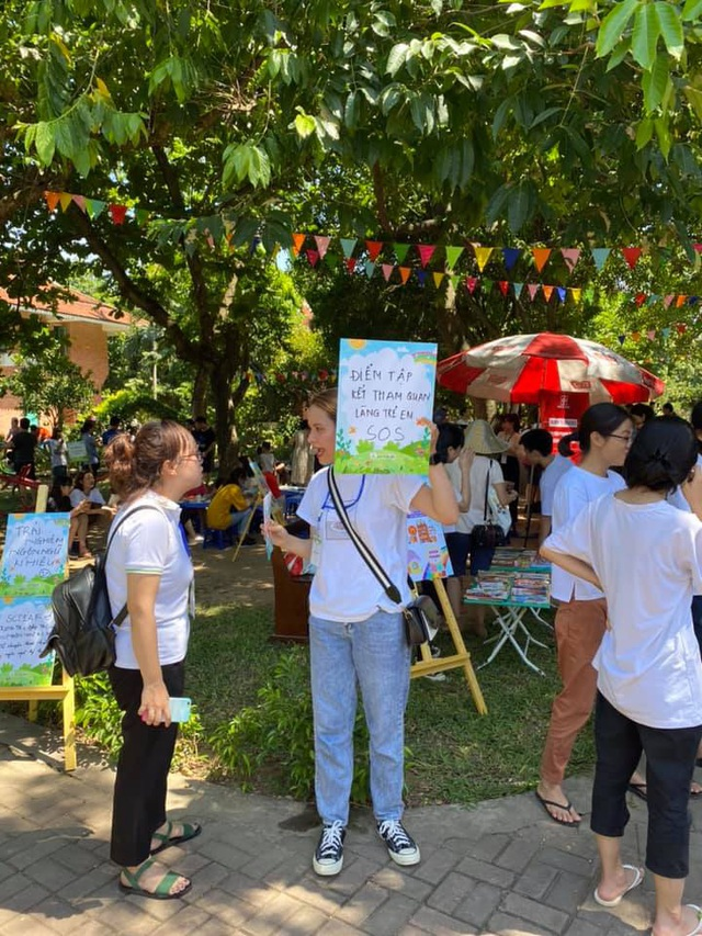 """MC Minh Trang đem """"Ngày hội gia đình đến làng trẻ em SOS - Ảnh 2."""