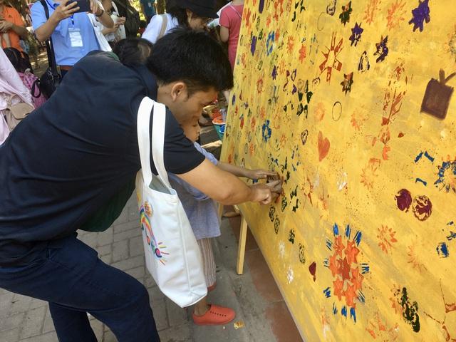 """MC Minh Trang đem """"Ngày hội gia đình đến làng trẻ em SOS - Ảnh 8."""