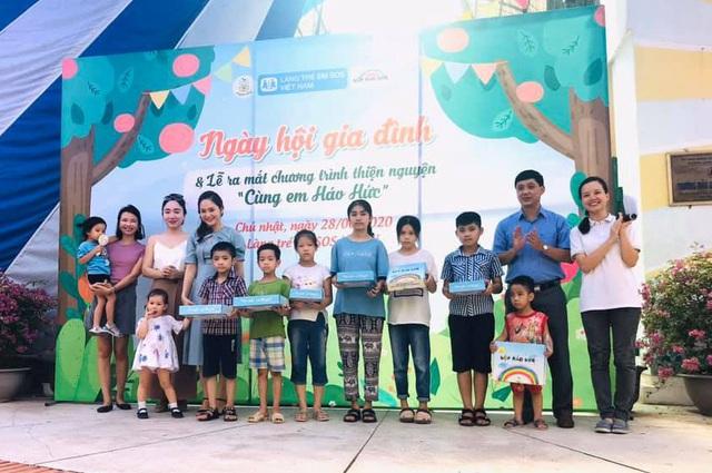 """MC Minh Trang đem """"Ngày hội gia đình đến làng trẻ em SOS - Ảnh 10."""