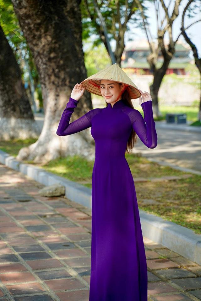 """Hoa hậu Khánh Vân hoá """"nàng thơ"""" xứ Huế trong tà áo dài tím  - Ảnh 5."""