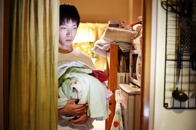 Cha mẹ Nhật chi nghìn USD đưa con ra khỏi nhà, hòa nhập xã hội - Ảnh 1.