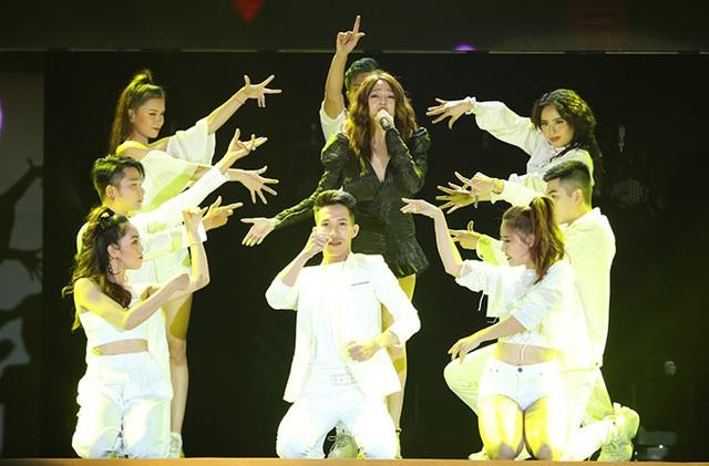 Hồ Quỳnh Hương trở lại sân khấu sau thời gian dài vắng bóng, biểu diễn thăng hoa - Ảnh 5.