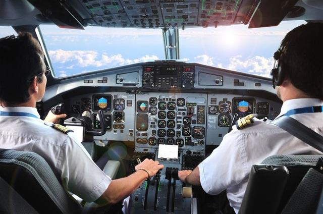 Quy trình cấp phép bay thế nào sau vụ phát hiện nhiều phi công Pakistan dùng bằng lái giả - Ảnh 2.
