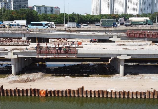 Cầu vượt thấp qua hồ Linh Đàm sắp hoàn thiện khiến hàng vạn cư dân vui mừng - Ảnh 10.