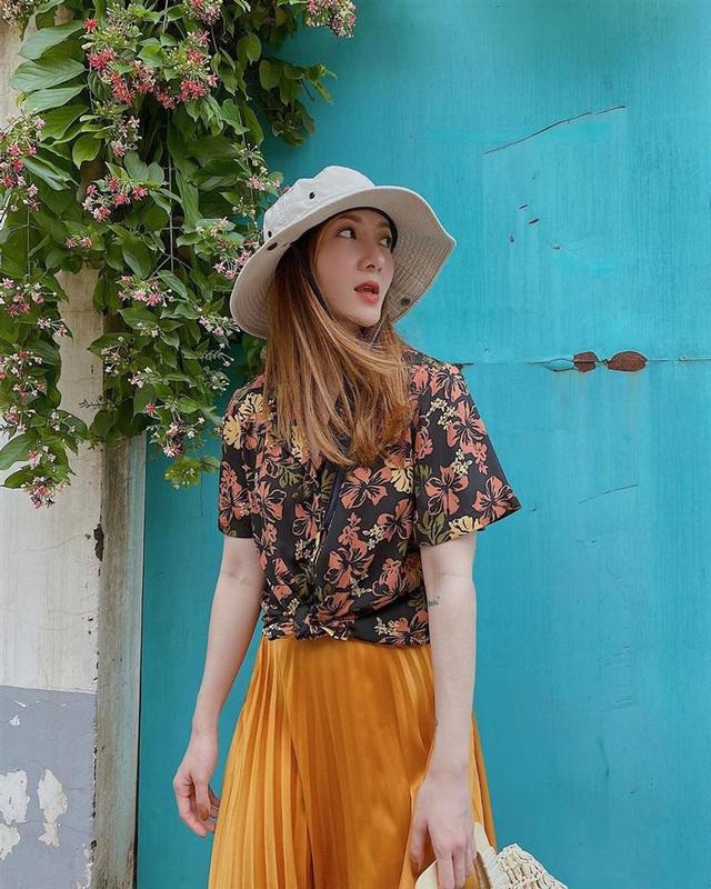 Style hè của bạn sẽ thật nhàm chán nếu còn chưa sắm ngay em áo họa tiết như sao Việt - Ảnh 2.