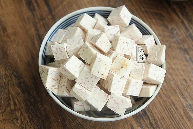 Ngậy thơm, ngọt lịm món chè khoai môn bột báng trong ngày nóng - Ảnh 2.