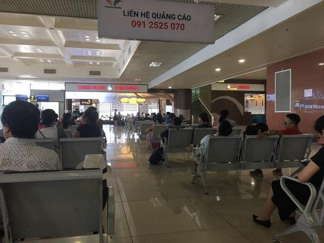 Xin ngồi kế bên trong phòng chờ sân bay, cô gái khước từ nhưng câu nói thiếu văn hóa sau đó mới là điều khiến nhiều người bức xúc - Ảnh 3.