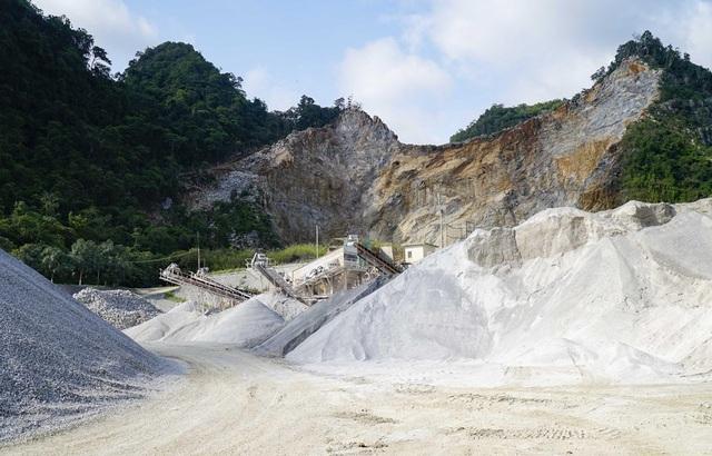 Gia cảnh khốn khó của 3 nạn nhân tử vong trong vụ sập mỏ đá ở Điện Biên - Ảnh 1.