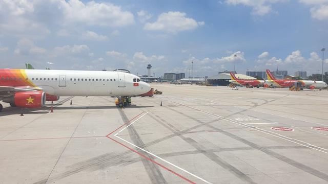 Nữ hành khách ném điện thoại vào tiếp viên hàng không bị cấm bay - Ảnh 3.