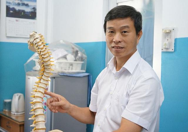 Người đem cơ thể mới cho các bệnh nhân vẹo cột sống - Ảnh 1.