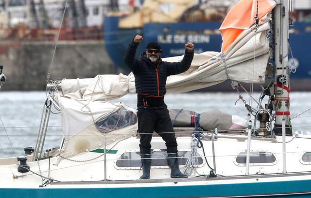 Người con bơi thuyền vượt Đại Tây Dương để gặp cha già 90 tuổi - Ảnh 1.