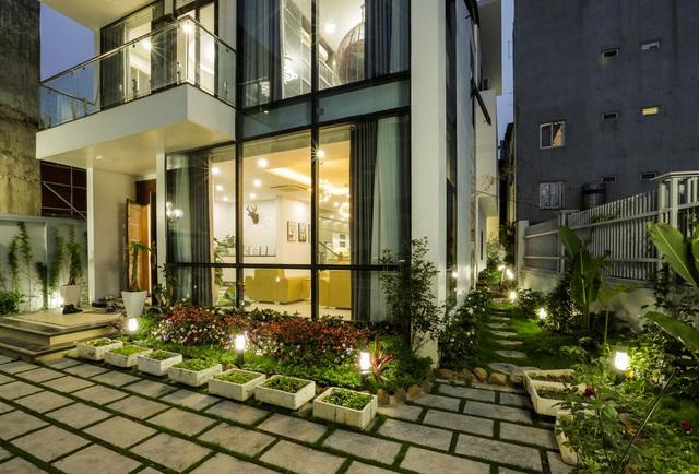 Căn biệt thự với 2 mảnh sân vườn ở Hà Nội - Ảnh 2.