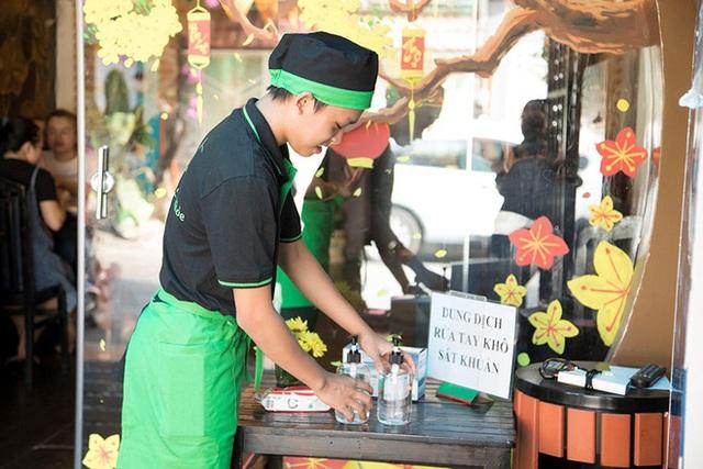 Quán quân Vietnam Idol Kids Hồ Văn Cường: Em vẫn rửa chén, làm phục vụ bàn - Ảnh 2.