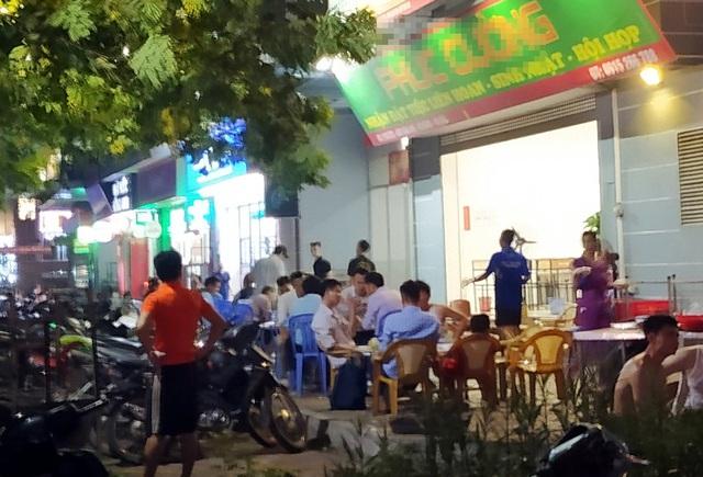 Nắng nóng, hàng loạt quán bia hơi tại Hà Nội đông nghịt khách sau dịch COVID-19 - Ảnh 8.