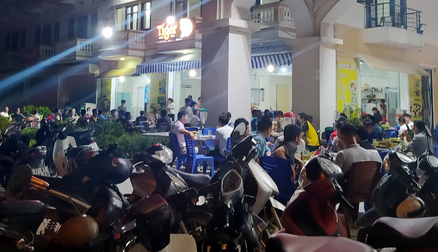 Nắng nóng, hàng loạt quán bia hơi tại Hà Nội đông nghịt khách sau dịch COVID-19 - Ảnh 6.