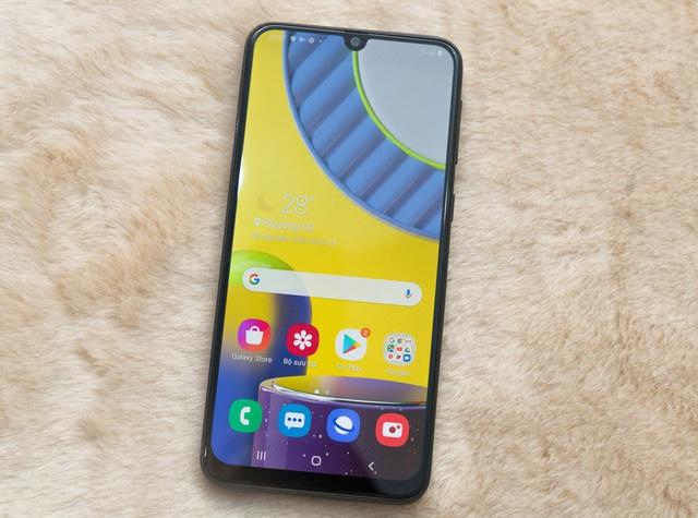 7 smartphone pin khủng giá 6 triệu đồng - Ảnh 1.