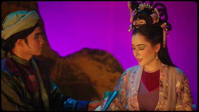 Mời Ngọc Trinh vào MV mới: Giải mã sự khôn ngoan và đầy toan tính của Chi Pu - Ảnh 2.