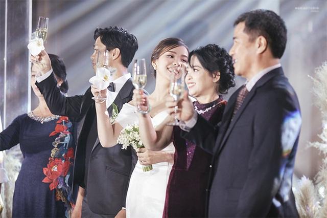 Công Phượng và vợ cười, khóc trong lễ đính hôn - Ảnh 6.