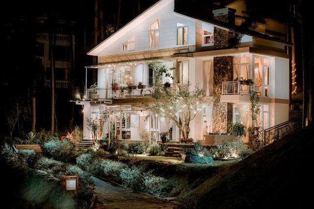 Rời Sài Gòn, vợ chồng trẻ lên Đà Lạt xây nhà đẹp mê li giữa vườn thông - Ảnh 4.