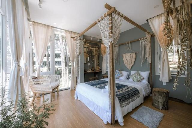 Rời Sài Gòn, vợ chồng trẻ lên Đà Lạt xây nhà đẹp mê li giữa vườn thông - Ảnh 5.