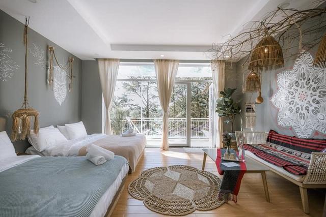 Rời Sài Gòn, vợ chồng trẻ lên Đà Lạt xây nhà đẹp mê li giữa vườn thông - Ảnh 6.