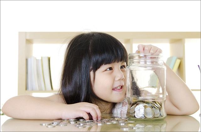 Nên dạy con về tiền bạc từ lúc mấy tuổi, hầu hết nhận định của các ông bố bà mẹ Việt đều sai - Ảnh 2.