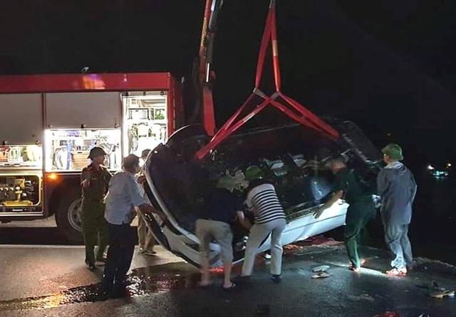 Tai nạn thương tâm: Xe ô tô lao xuống biển, nhiều người nguy kịch - Ảnh 1.