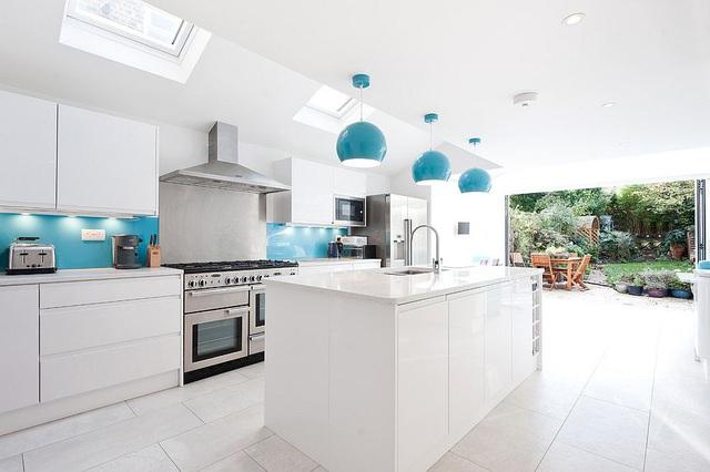 Kiến trúc sư bày cách sử dụng gam màu trắng và 5 kiểu kết hợp đình đám cho không gian bếp của các gia đình - Ảnh 22.