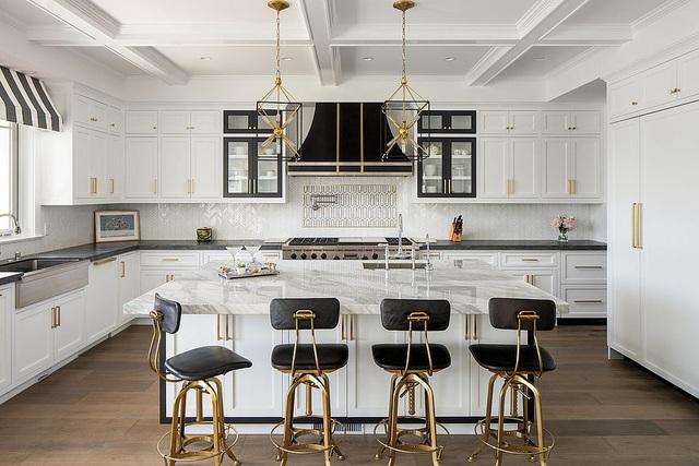 Kiến trúc sư bày cách sử dụng gam màu trắng và 5 kiểu kết hợp đình đám cho không gian bếp của các gia đình - Ảnh 34.