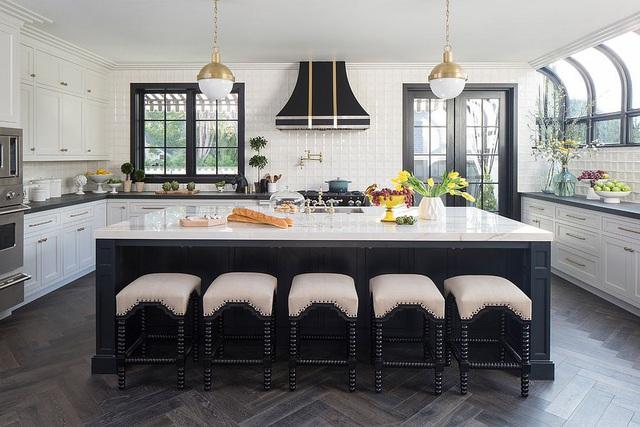 Kiến trúc sư bày cách sử dụng gam màu trắng và 5 kiểu kết hợp đình đám cho không gian bếp của các gia đình - Ảnh 36.