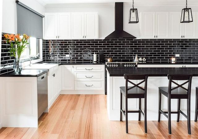 Kiến trúc sư bày cách sử dụng gam màu trắng và 5 kiểu kết hợp đình đám cho không gian bếp của các gia đình - Ảnh 38.