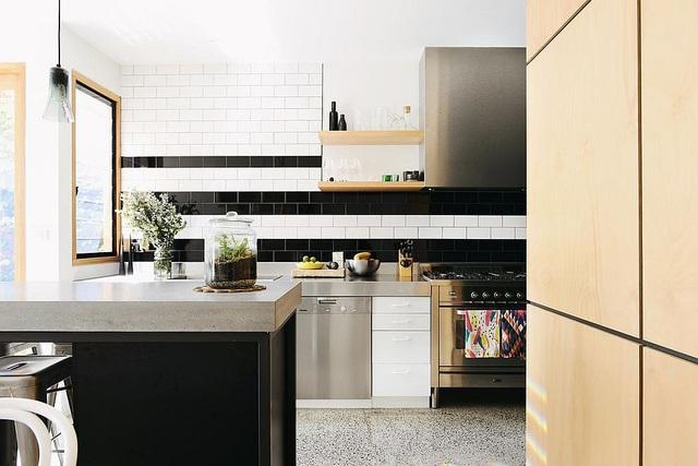 Kiến trúc sư bày cách sử dụng gam màu trắng và 5 kiểu kết hợp đình đám cho không gian bếp của các gia đình - Ảnh 39.