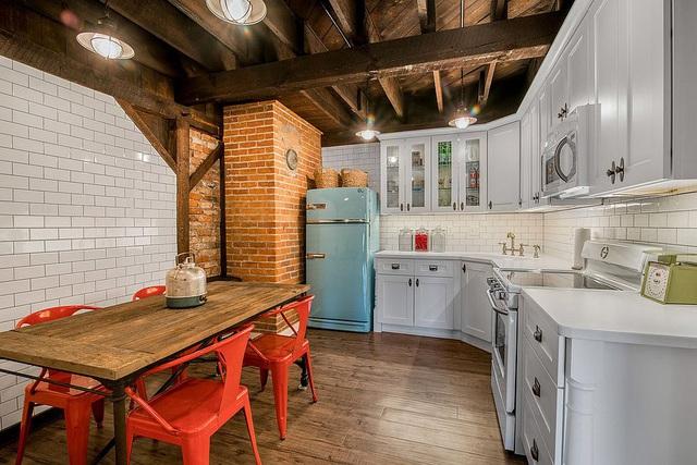 Kiến trúc sư bày cách sử dụng gam màu trắng và 5 kiểu kết hợp đình đám cho không gian bếp của các gia đình - Ảnh 8.