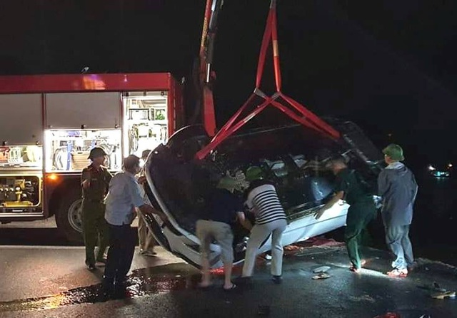 Vụ ô tô lao xuống biển trong đêm: 3 nạn nhân đã tử vong  - Ảnh 2.