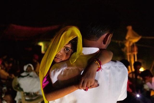 Cha mẹ lợi dụng phong tỏa, ép con gái lấy chồng, tảo hôn - Ảnh 2.