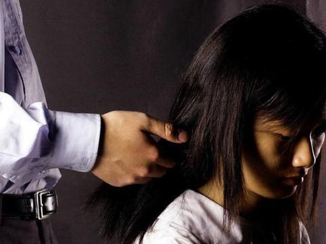 Giáo sư Trung Quốc bị trường ĐH đuổi vì nhắn tin gạ gẫm 3 nữ sinh - Ảnh 2.