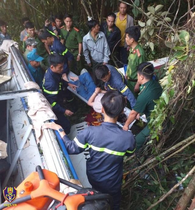 Hiện trường vụ xe khách rơi xuống vực làm 5 người tử vong - Ảnh 5.