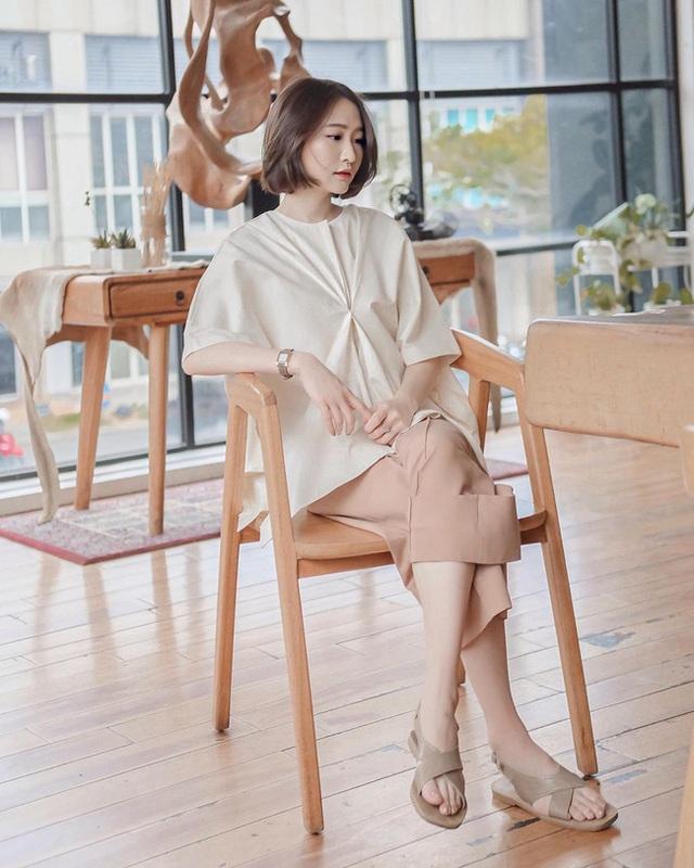 Suốt ngày diện đồ trắng, cô nàng này chưa bao giờ thất bại trong việc mặc đẹp từ công sở ra phố - Ảnh 1.