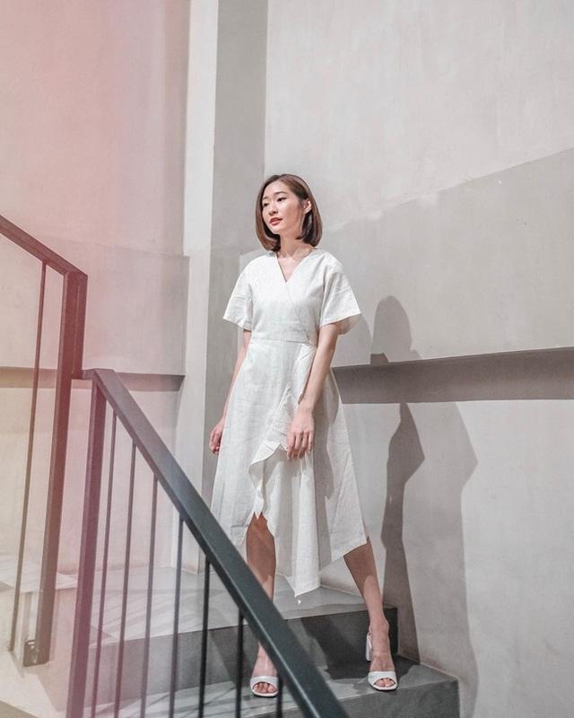 Suốt ngày diện đồ trắng, cô nàng này chưa bao giờ thất bại trong việc mặc đẹp từ công sở ra phố - Ảnh 2.