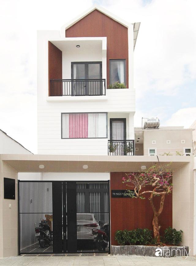Căn nhà phố bên ngoài thì giản dị nhưng bên trong lại vô cùng sinh động ở Sài Gòn - Ảnh 1.