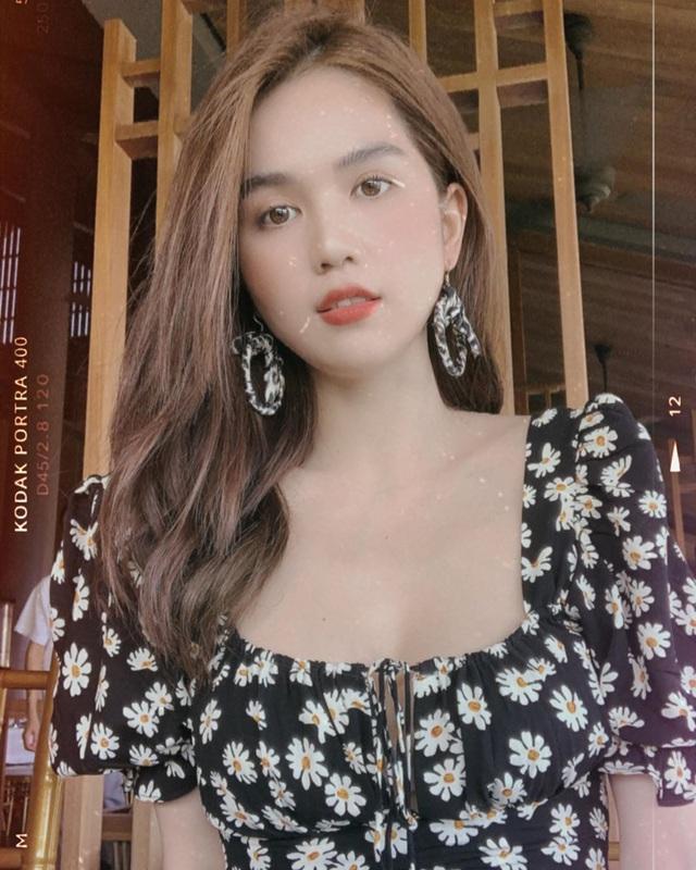 Có 5 kiểu váy các sao Việt đang diện tới diện lui, bạn cứ sắm theo là mặc đẹp nguyên hè - Ảnh 1.
