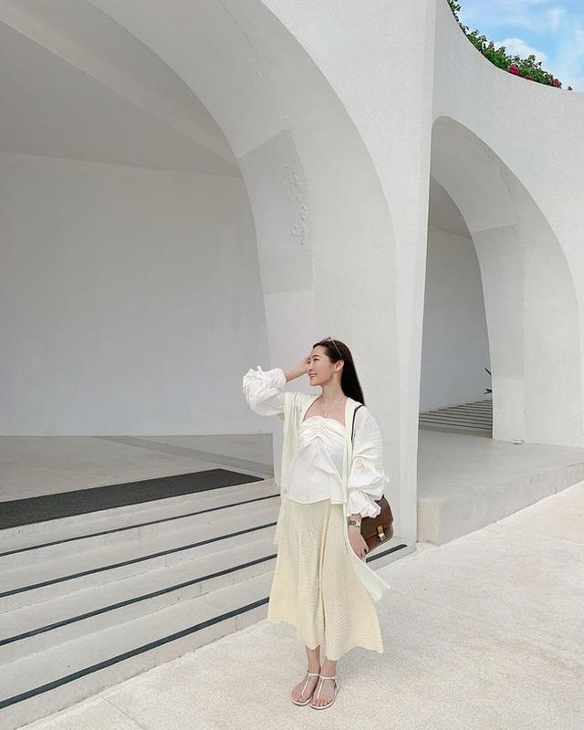 Suốt ngày diện đồ trắng, cô nàng này chưa bao giờ thất bại trong việc mặc đẹp từ công sở ra phố - Ảnh 11.