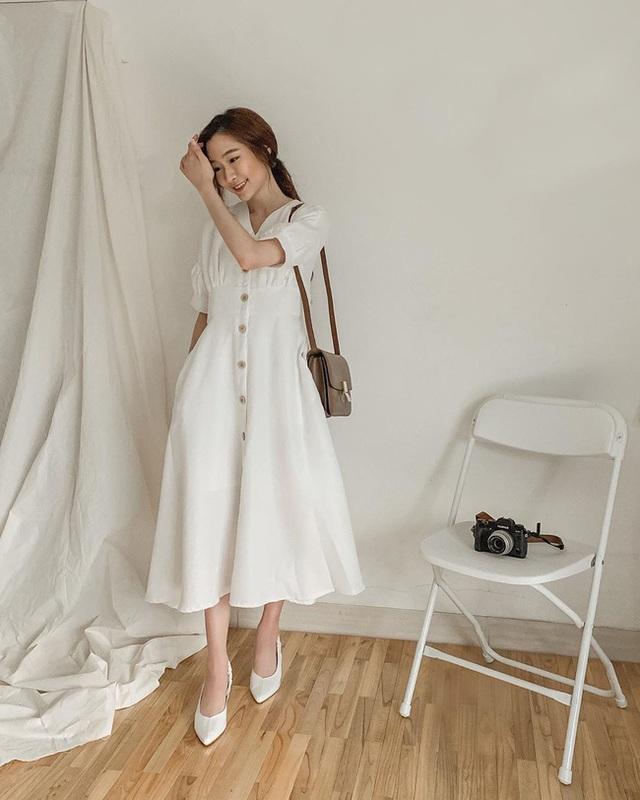 Suốt ngày diện đồ trắng, cô nàng này chưa bao giờ thất bại trong việc mặc đẹp từ công sở ra phố - Ảnh 3.