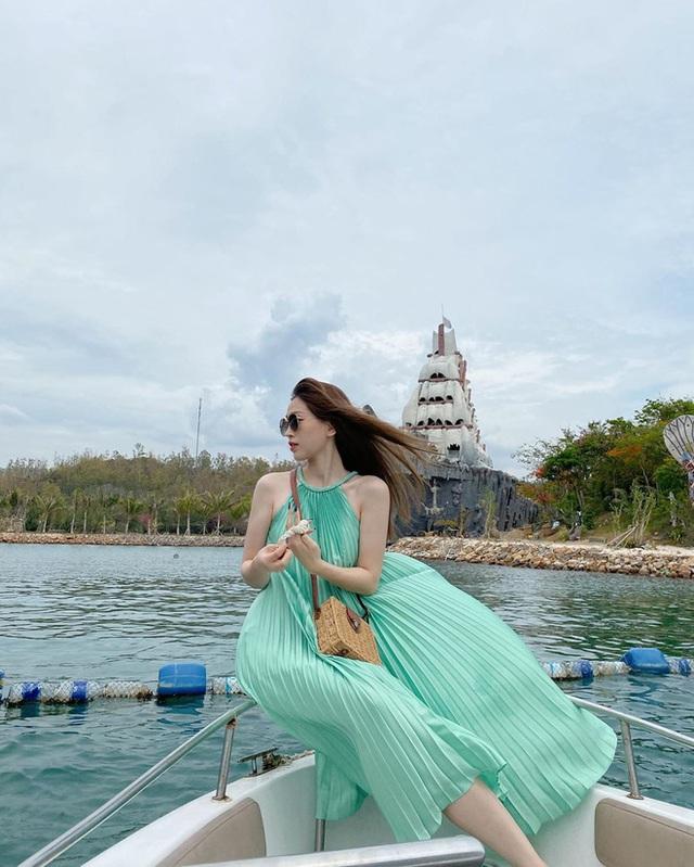Có 5 kiểu váy các sao Việt đang diện tới diện lui, bạn cứ sắm theo là mặc đẹp nguyên hè - Ảnh 4.