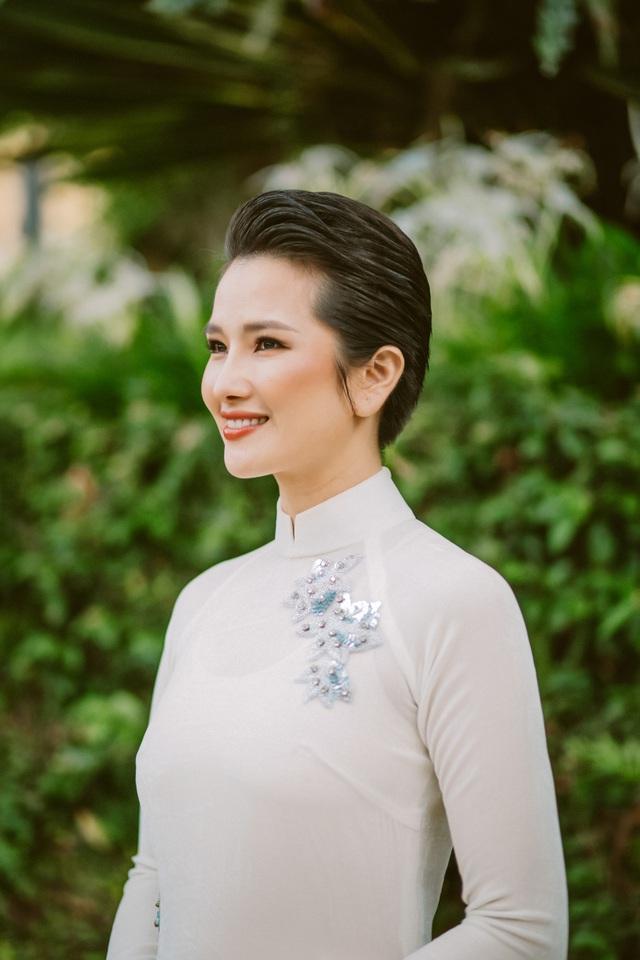 """Hoa hậu được yêu thích nhất 2008 """"biến hoá"""" áo dài giữa Đà Lạt thơ mộng - Ảnh 5."""