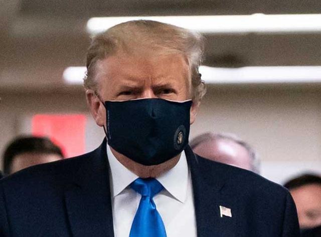 Tổng thống Trump lần đầu đeo khẩu trang nơi công cộng - Ảnh 2.