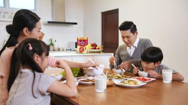 Vinamilk giới thiệu sữa bột trẻ em có tổ yến mới, giúp bố mẹ cải thiện thể trạng cho bé - Ảnh 3.