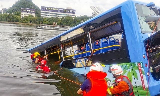 Đây là lý do khiến tài xế xe bus lao xe xuống hồ khiến 21 người chết oan, trong đó có 12 thí sinh vừa thi đại học - Ảnh 1.