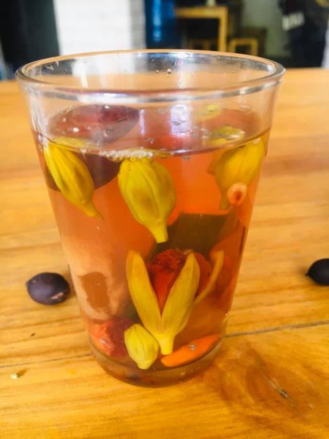 Không chỉ làm gỏi, loài hoa nở đỏ rực vào mùa hè còn có thể làm ra loại trà dưỡng nhan cực thơm ngon và bổ dưỡng này - Ảnh 7.