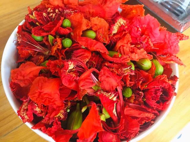 Không chỉ làm gỏi, loài hoa nở đỏ rực vào mùa hè còn có thể làm ra loại trà dưỡng nhan cực thơm ngon và bổ dưỡng này - Ảnh 3.